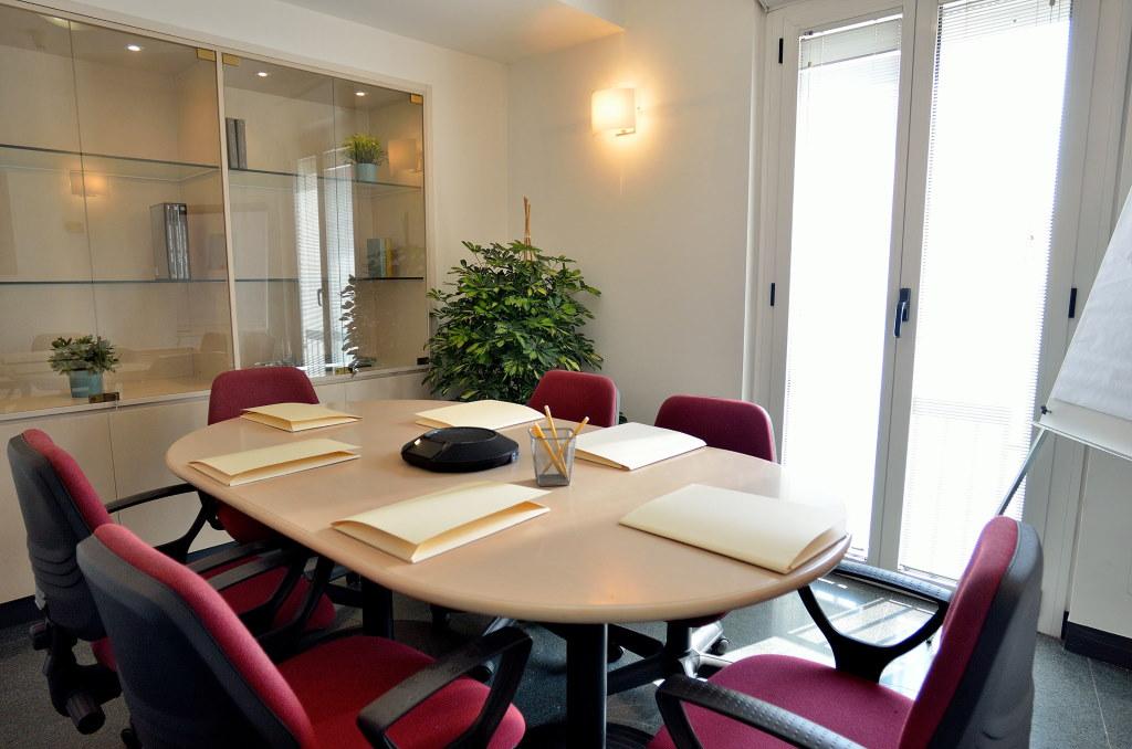 Meeting Room Faro Futuro coworking spaces customized offices Bari Puglia